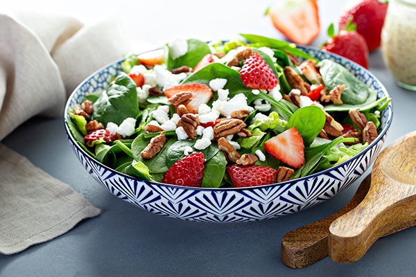 fresh spinach salad with strawberries and feta cheese - Sunflower Farms